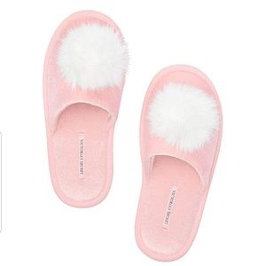 Victoria's Secret Pink Pom Pom Slippers size M